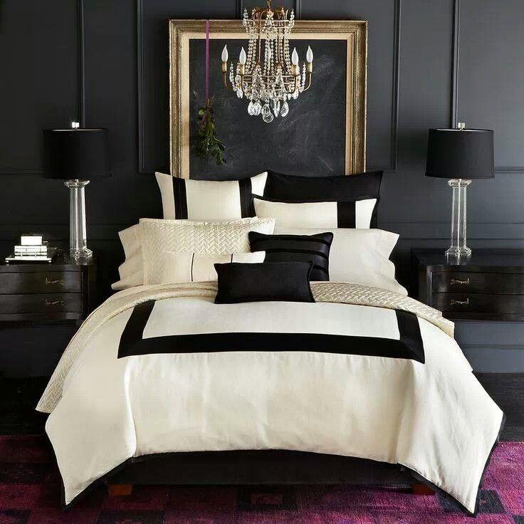 Slaapkamer waarin het allemaal klopt. Het gebruik van strakke lijnen en de perfecte combinatie tussen zwart/wit en roze maakt ons fan!