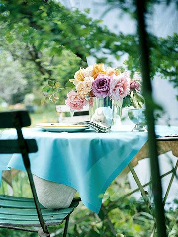 Beautiful table flowers create the right atmosphere..