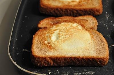 Egg-in-a-Hole [Pioneer Woman recipe] | let's b-r-u-n-c-h | Pinterest