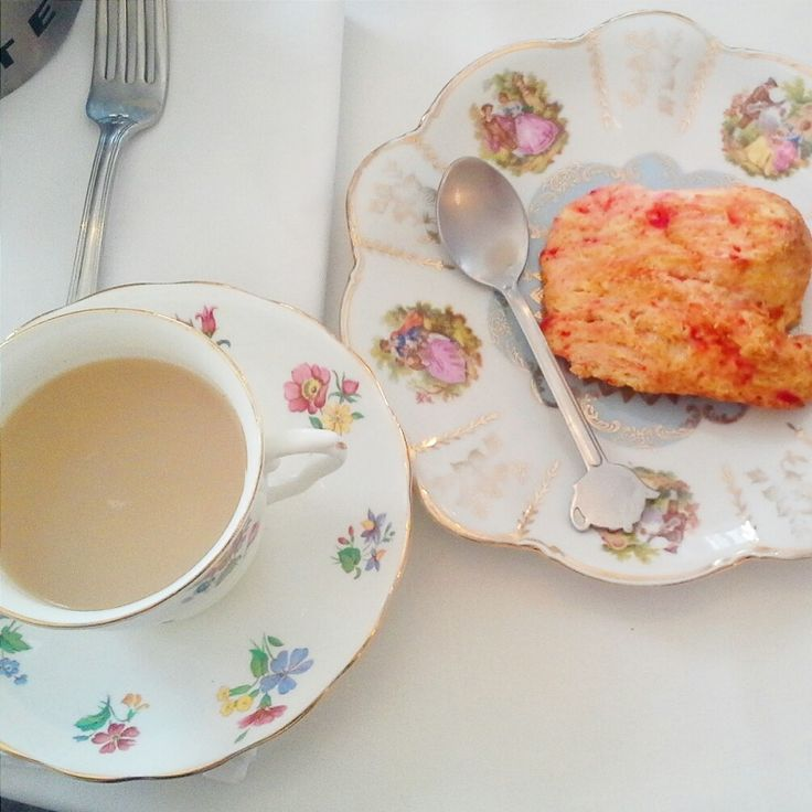#scone #romantic #girly #tea #english #teaware #shabbychic