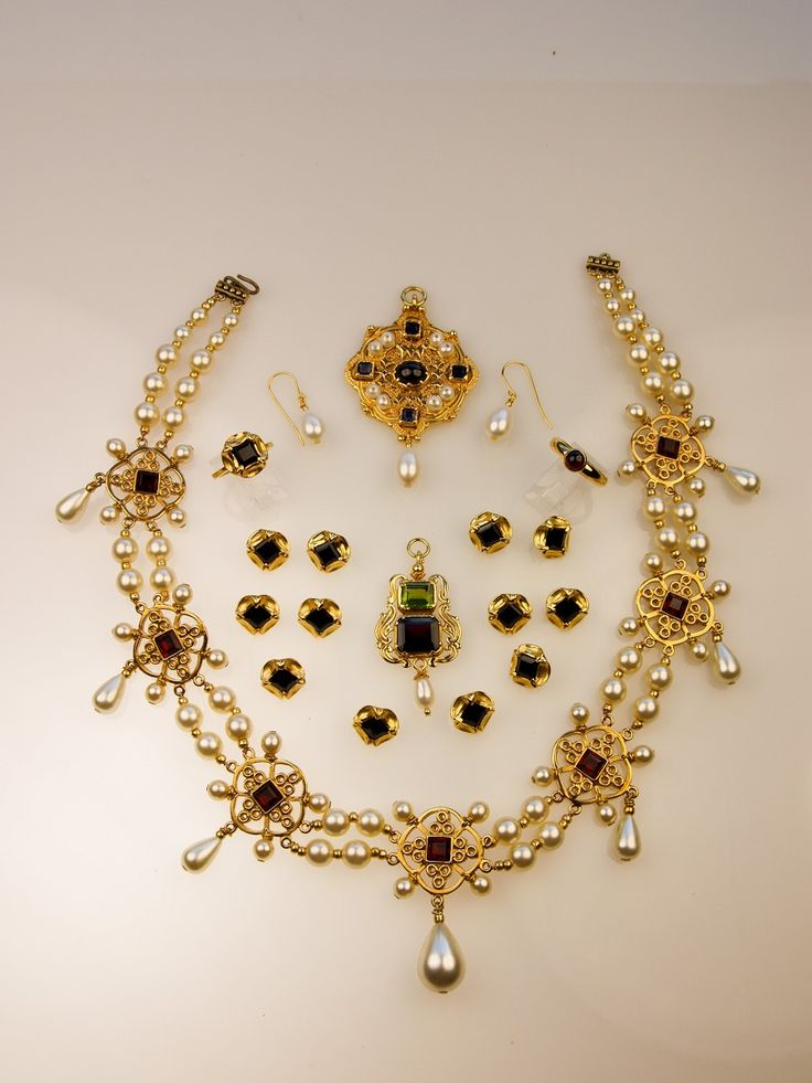 Sixteenth century necklace the tudors pinterest for C leslie smith jewelry