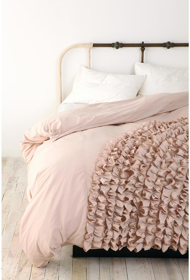 Ruffle duvet cover pretty things pinterest for Frilly bedspreads