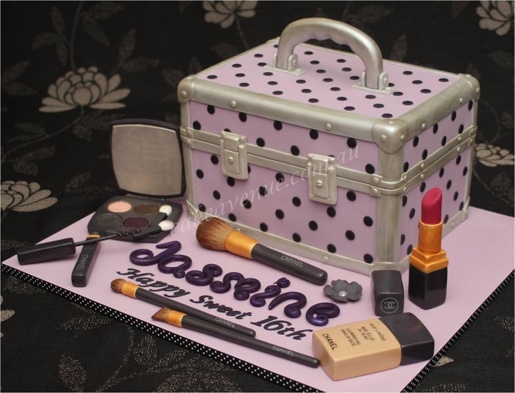 Chanel makeup and beauty case cake. CUTE!!!! Pinterest