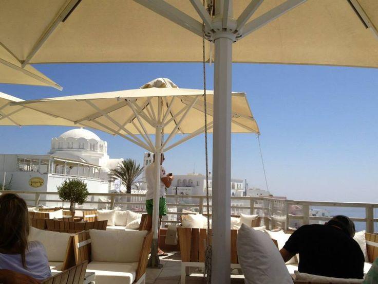 V Lounge Cafe Cocktail Bar