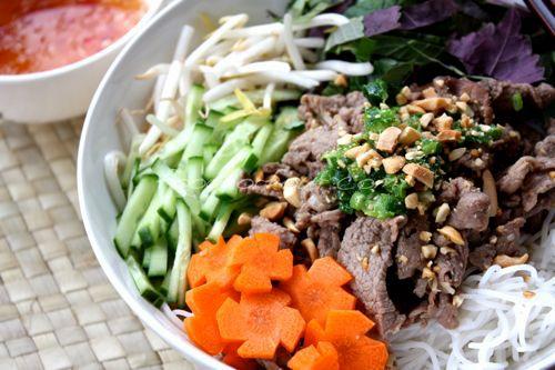 Bún Bò Xào / Vietnamese Stir Fry Beef With Vermicelli Noodles ...