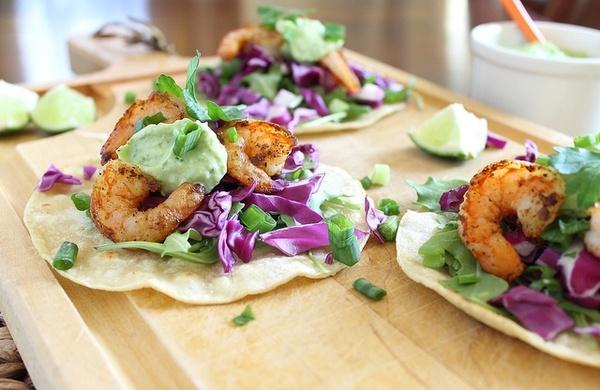 Spicy shrimp tostadas with jalapeno avocado sauce http://media-cache5 ...