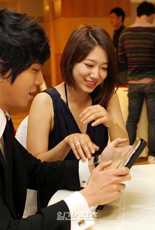 Yong hwa and park shin hye hookup