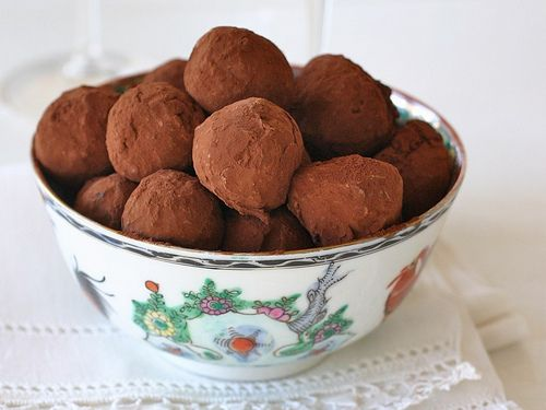 Chocolate whiskey truffles- would be perfect for my hubby's b-day...