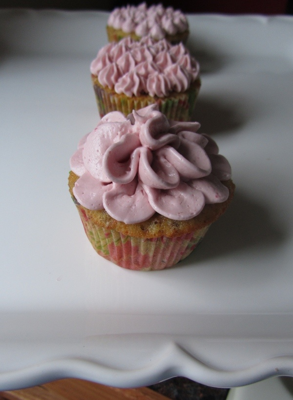 Pistachio Cupcakes with Raspberry Buttercream .... MOM, MAKE THESE! =)