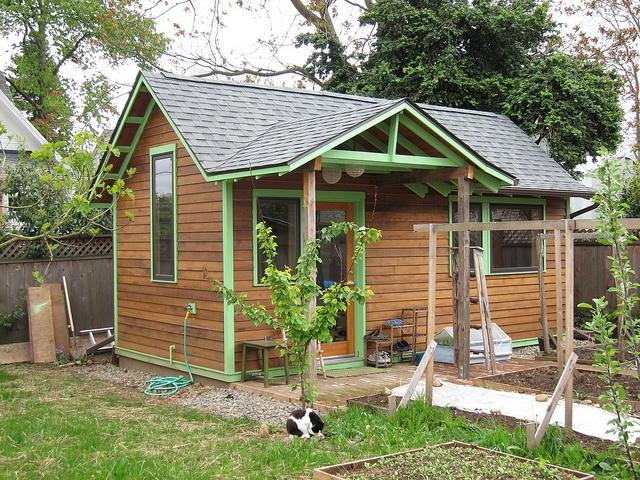 Backyard cottage garden cottages pinterest for Mother in law cottage log cabin