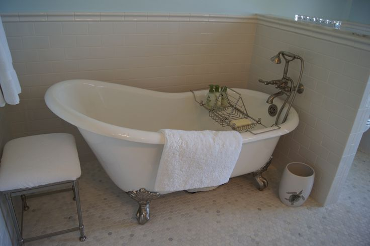 Master Bathroom Clawfoot Tub Saraphina S Cottage On The Bay Pinte