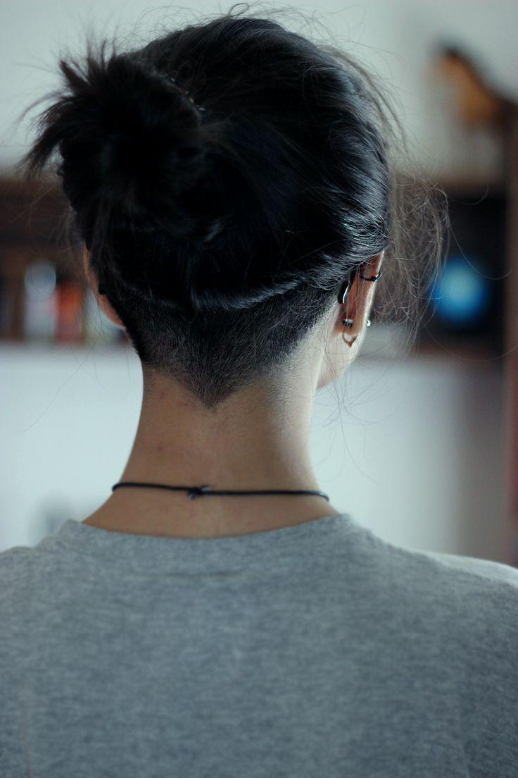 Прически с выбритым затылком женские на длинные волосы фото