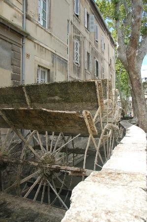 Avignon rue des teinturiers