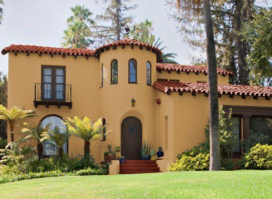 halványsárga színű ház