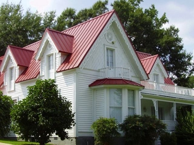 Best Red Metal Roof With White Exterior Bay House Ideas 400 x 300