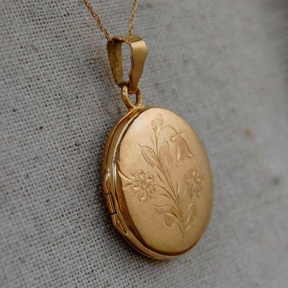 Vintage 18k solid gold engraved round locket pendant charm 1970s