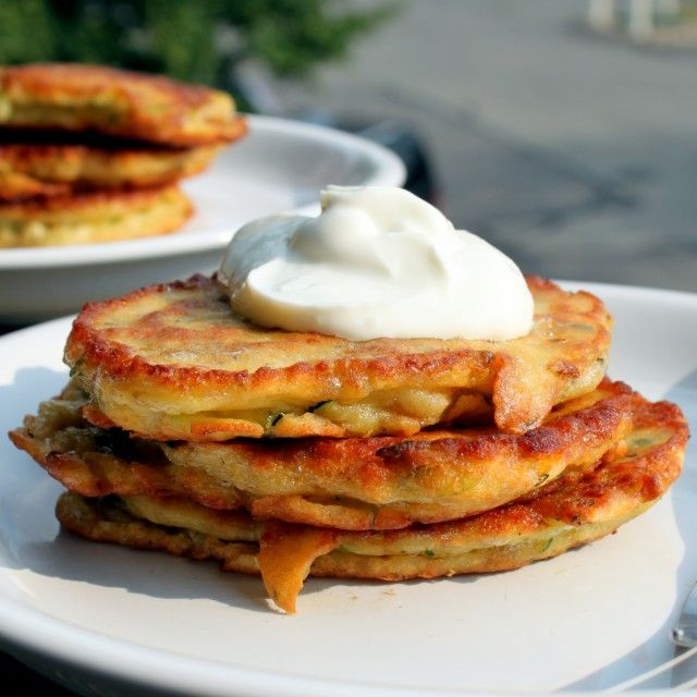Zucchini pancakes (i'm going to add red peppers and carrots too ...
