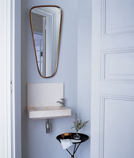 Small powder room lavabo pinterest for Powder room vanity sink