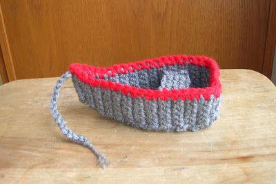 Crochet Yacht Patterns : SAILBOAT CROCHETED PILLOW PATTERNS CROCHET