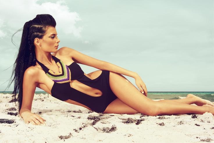 Foto Editorial de moda para @carruselrevista con triquini @OndadeMar modelado por@camiqt
