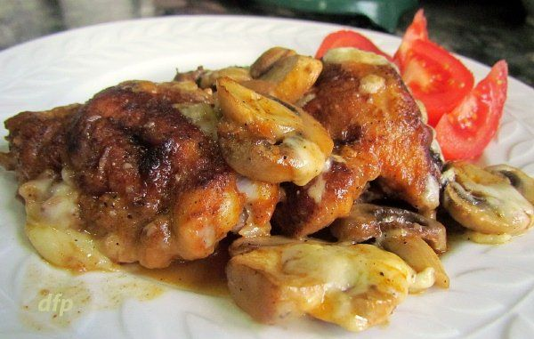 Chicken with Mushrooms in White Wine Sauce