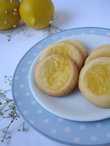 Spoon-dent cookies with lemon curd / Cookies recheados com curd de ...
