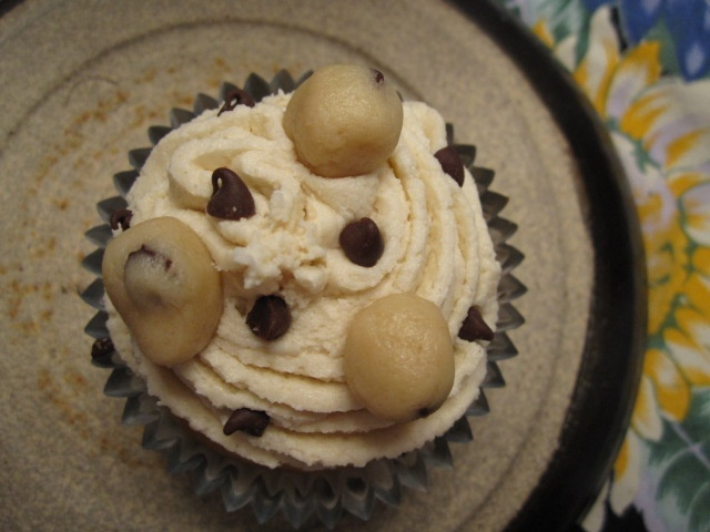 Chocolate Chip Cookie Dough Cupcakes | Cupcakes Galore | Pinterest