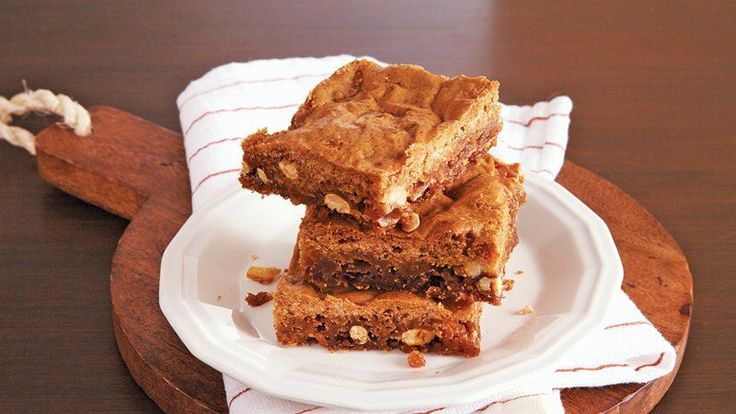 Peanut Brittle Blondies ~ Dress up these classic blondie bars with ...