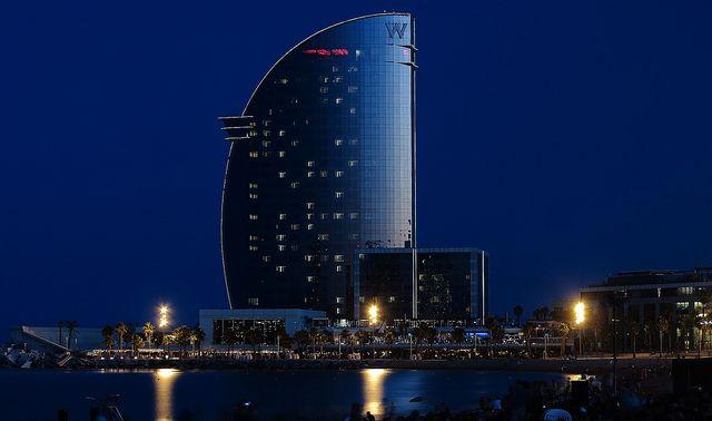 Burradas que se construyen junto al mar..... Barcelona.... Flickr ...
