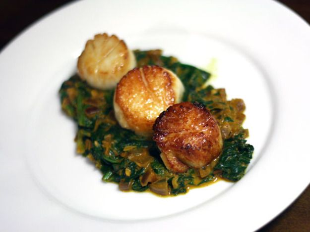 Scallops On Creamy Leeks Recipe — Dishmaps