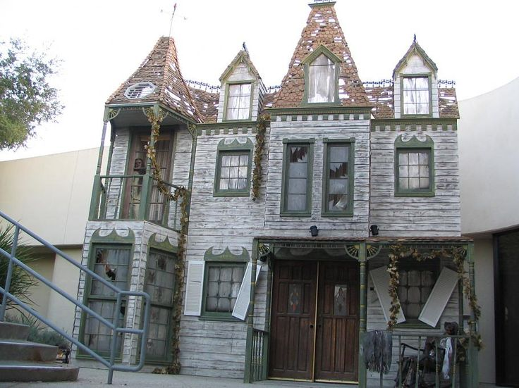 Haunted manor facade halloween ideas pinterest for Classic house facades