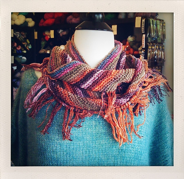 Knitting Patterns For Triangle Scarves : super simple triangle scarf pattern knit this Pinterest