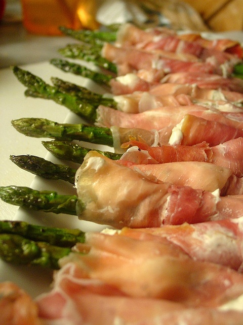 ... As A Reluctant Housewife: RECIPE: Prosciutto Wrapped Asparagus Spears