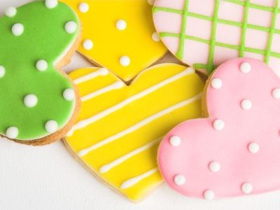 GREAT sugar cookie icing recipe. Dries hard and makes colors vibrant.