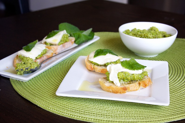 Bruschetta with Fava Bean and Pea Puree, a fun and different appetizer ...