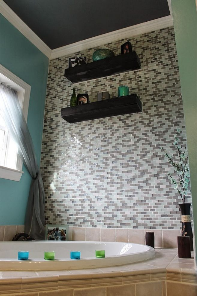 Diy glass tile accent wall in master bathroom for Bathroom accent ideas
