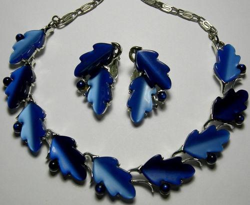 Lisner Thermoset Plastic Blue Oak Leaf With Acorn Beads Necklace    Blue Oak Acorn