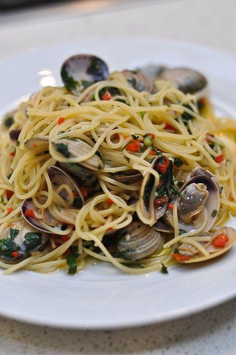 spaghetti alle vongole | Italian Cuisine | Pinterest