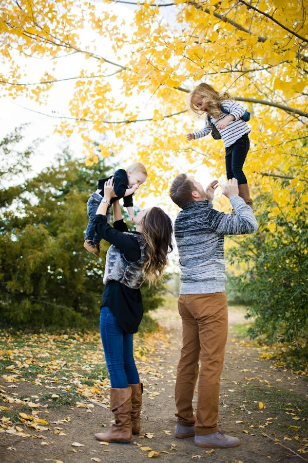 Cute Family Picture Ideas Outdoors