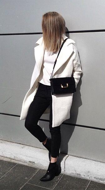 白のコート着こなしコーデ