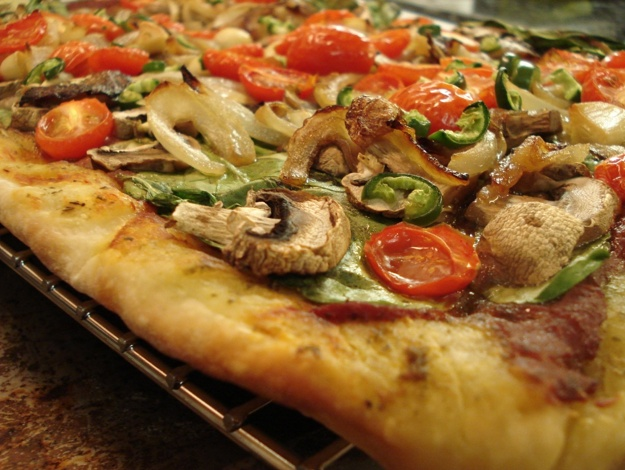 Vegan, Pesto, Mediterranean Pizza #vegan #pizza
