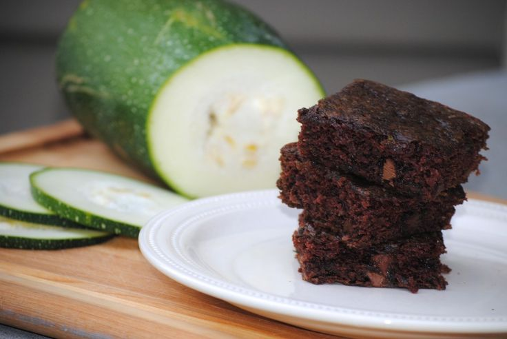 chocolate chip zucchini brownies / the sisters cafe