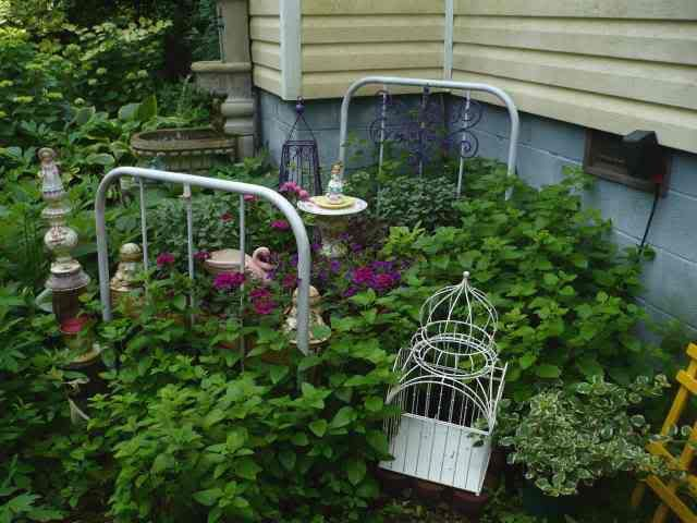 Google Image Result for http://i348.photobucket.com/albums/q339/jomarkind/Garden%2520junk/FlowerBed2.jpg