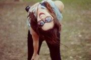 La sonrisa es la semilla que crece en el corazón y florece en los labios.