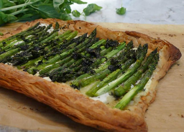 Savoury asparagus tart with Gruyere and goat cheese