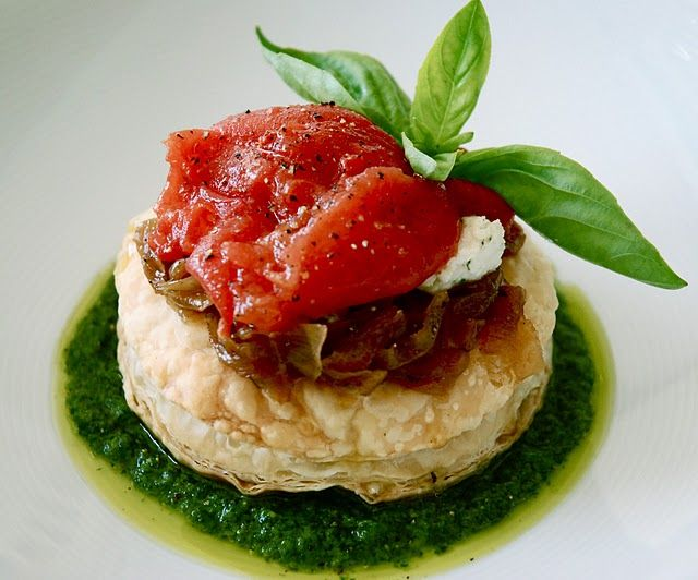 Onions tarts with tomato confit and pesto