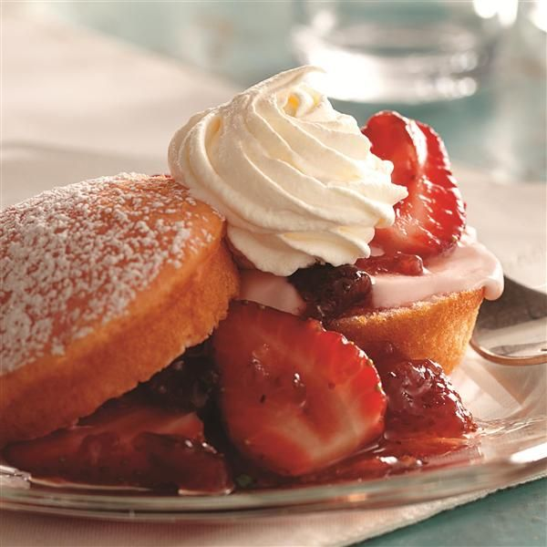 Strawberry Lemonade Shortcakes with Mascarpone Cream from Smucker's®