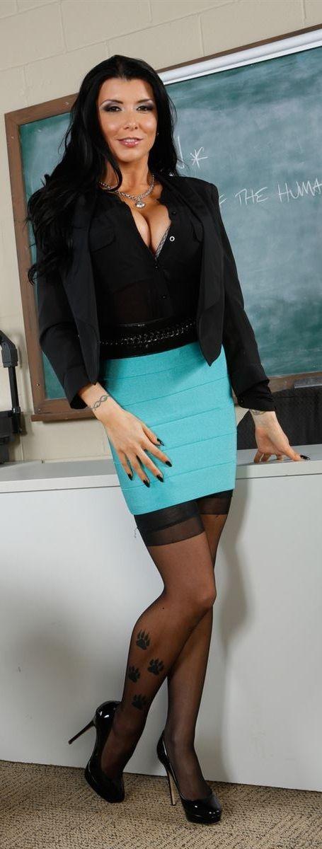 Gorgeous milf pornstar Romi Rain undressing her violet skirt № 82978  скачать