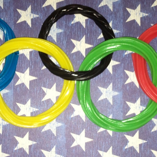 Twizzler Olympic Rings! This is a great edible craft idea for kids ...