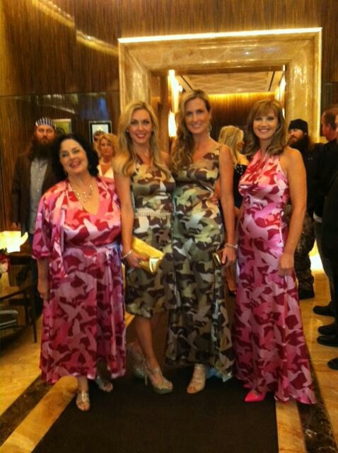Duck Dynasty women in their camo Never saw this photo before...you go ...
